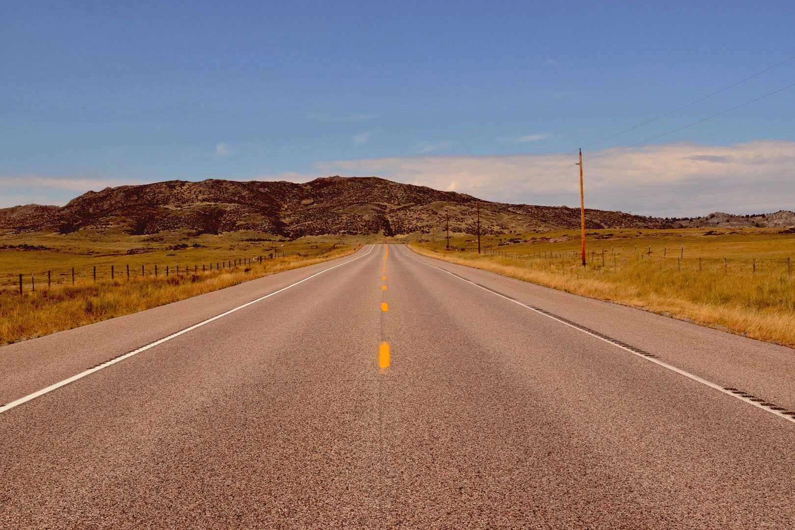 The road into Vedauwoo