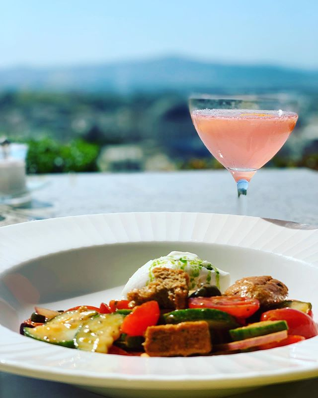 A proper Greek salad & cosmo. #greece #greeksalad #rooftop #hotel #electrametropolis #rooftoprestaurant #athens #travel #eats #goodeats #foodporn #drinks #cosmo #beautifulviews