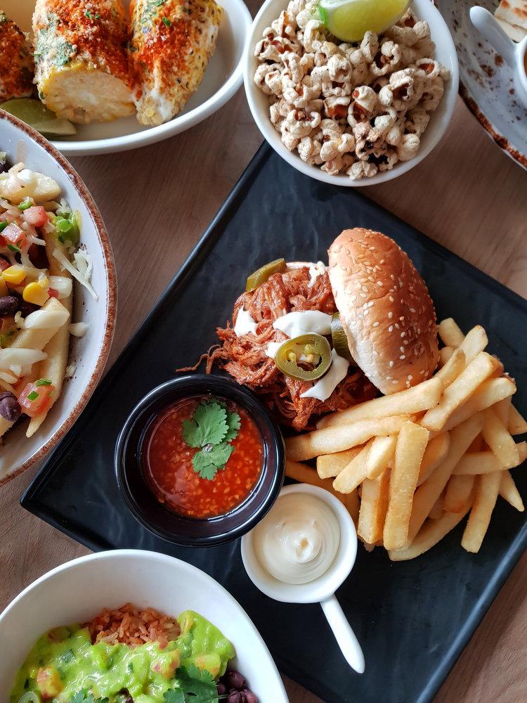 Cantina - Burger Pulled Pork.jpg