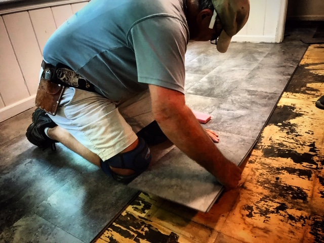 quality service - Our team will prioritize your needs every step of the way from the selection of your new flooring, on-site measurement, removal of old flooring and installation of your new product.