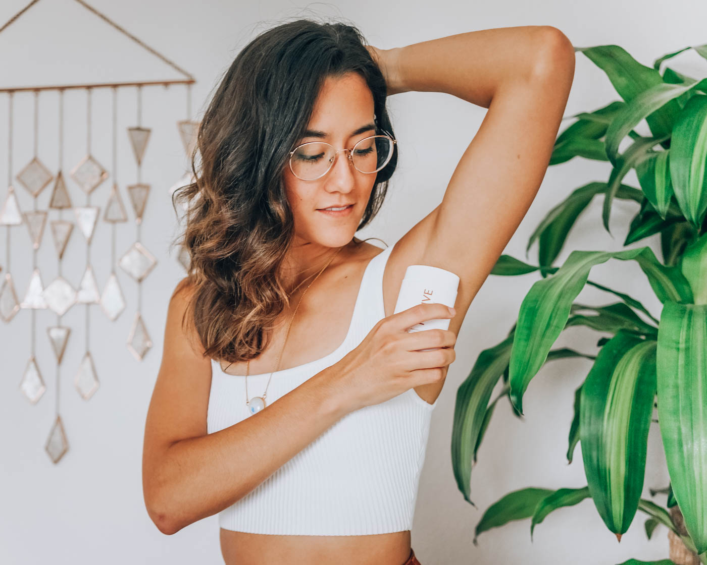 In this post, I talk about why I decided to switch to natural deodorant, the one I recommend that actually works and how to detox your armpits as you make the transition. | Om & the City Blog #OmAndTheCity #Detox #ArmpitDetox #NaturalDeodorant #NaturalBeauty #CleanLiving