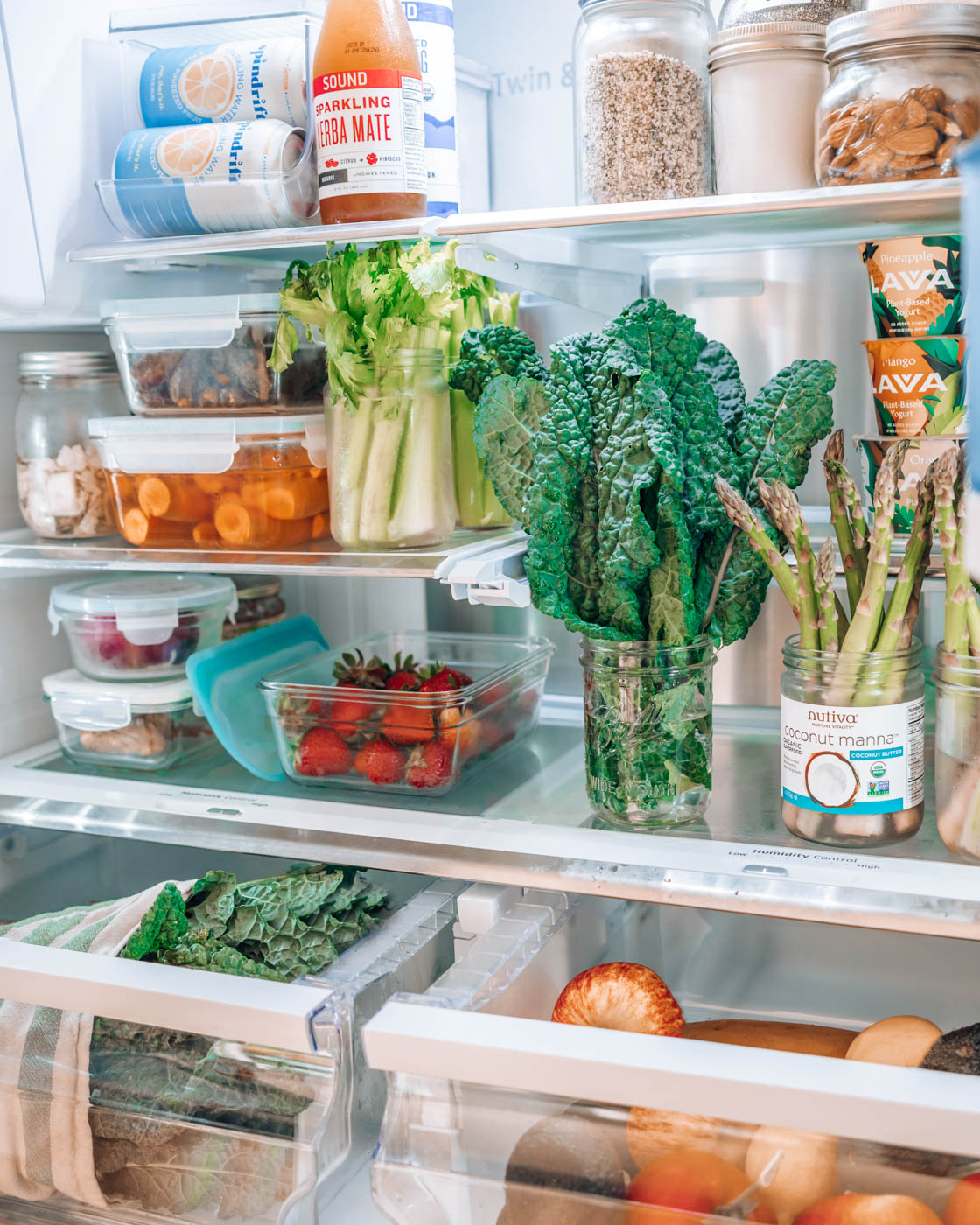 Fridge and pantry organization ideas to reduce food waste (and save money) | Simplify your kitchen with these eco-friendly ideas to keep your food fresh longer, reduce waste, and make your healthy food easy to access. In this post, I share all the tips I'm using to set up my minimalist kitchen in our new home. | Om & The City #omandthecity #fridgeorganization #pantryorganization #wastefreeliving #minimalisthome #minimalistkitchen