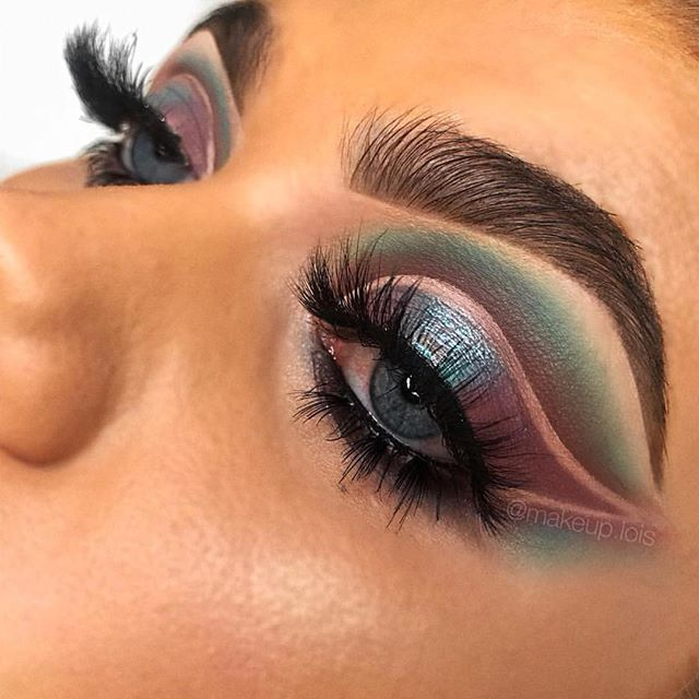 This girl is just INSANE 🙌🏼 those colours though 😍 @makeup.lois using our 'YASS' Lashes 🔥🔥🔥
