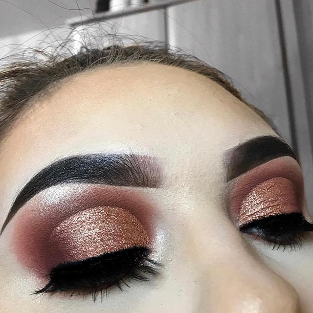 THE PURE PRECISION 😍😍🔥 @chelsey_adele using our 99 Karat Beam Powder to highlight her inner corner and brow bones 😍😍