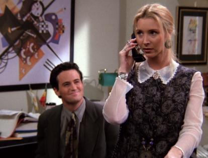 S01E21-phoebe-secretary.png
