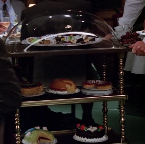 S02E07-dessert-cart.png