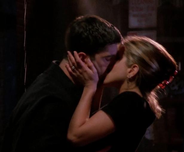 S02E07-kiss.png