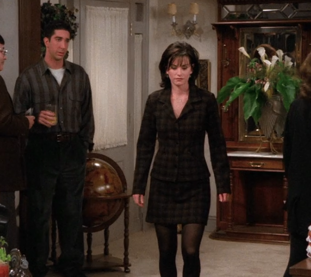 S02E16-monica-walking.png