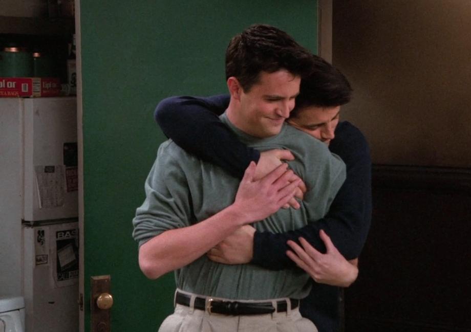 S02E16-hug.png