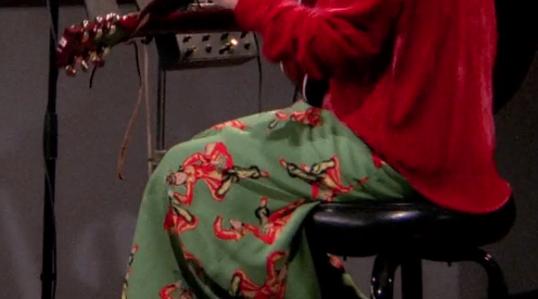 S02E17-phoebe-skirt.png