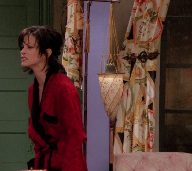 S02E17-curtains.png