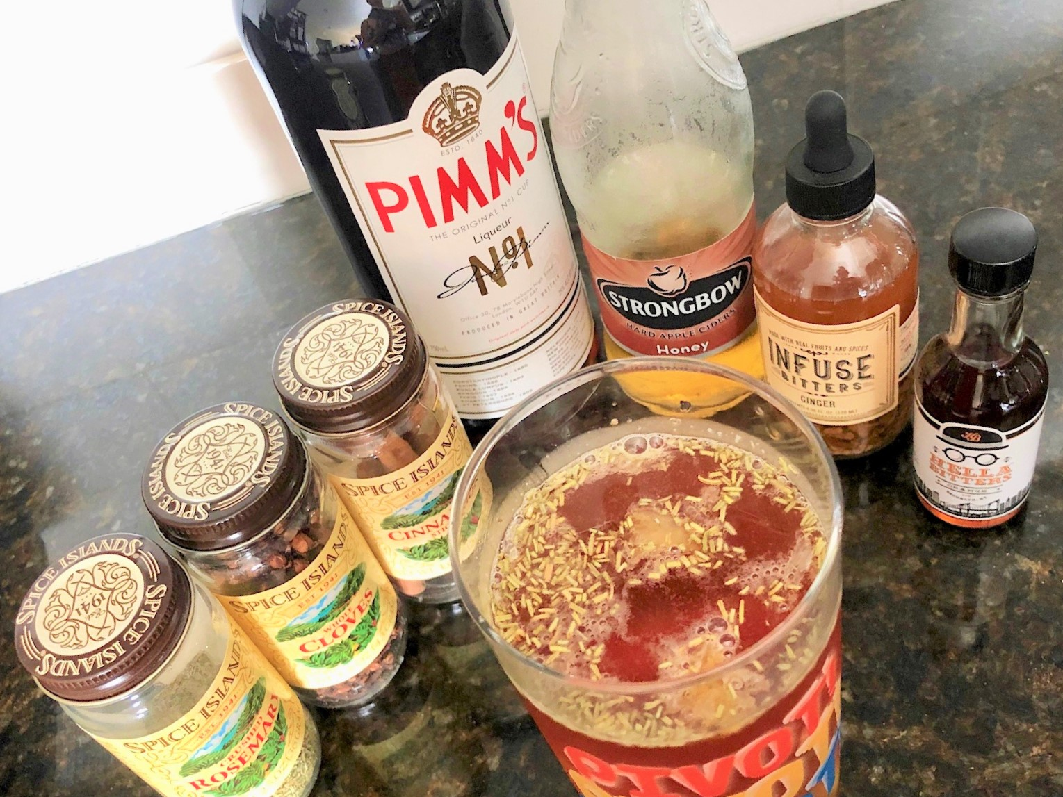 The Geller Cup — a Pimm's Cup with a Thanksgiving twist! / Handbag Marinara: A FRIENDS Podcast / @handbagmarinara