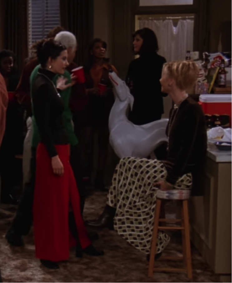 S03E11-monica-and-phoebe-shirts.png