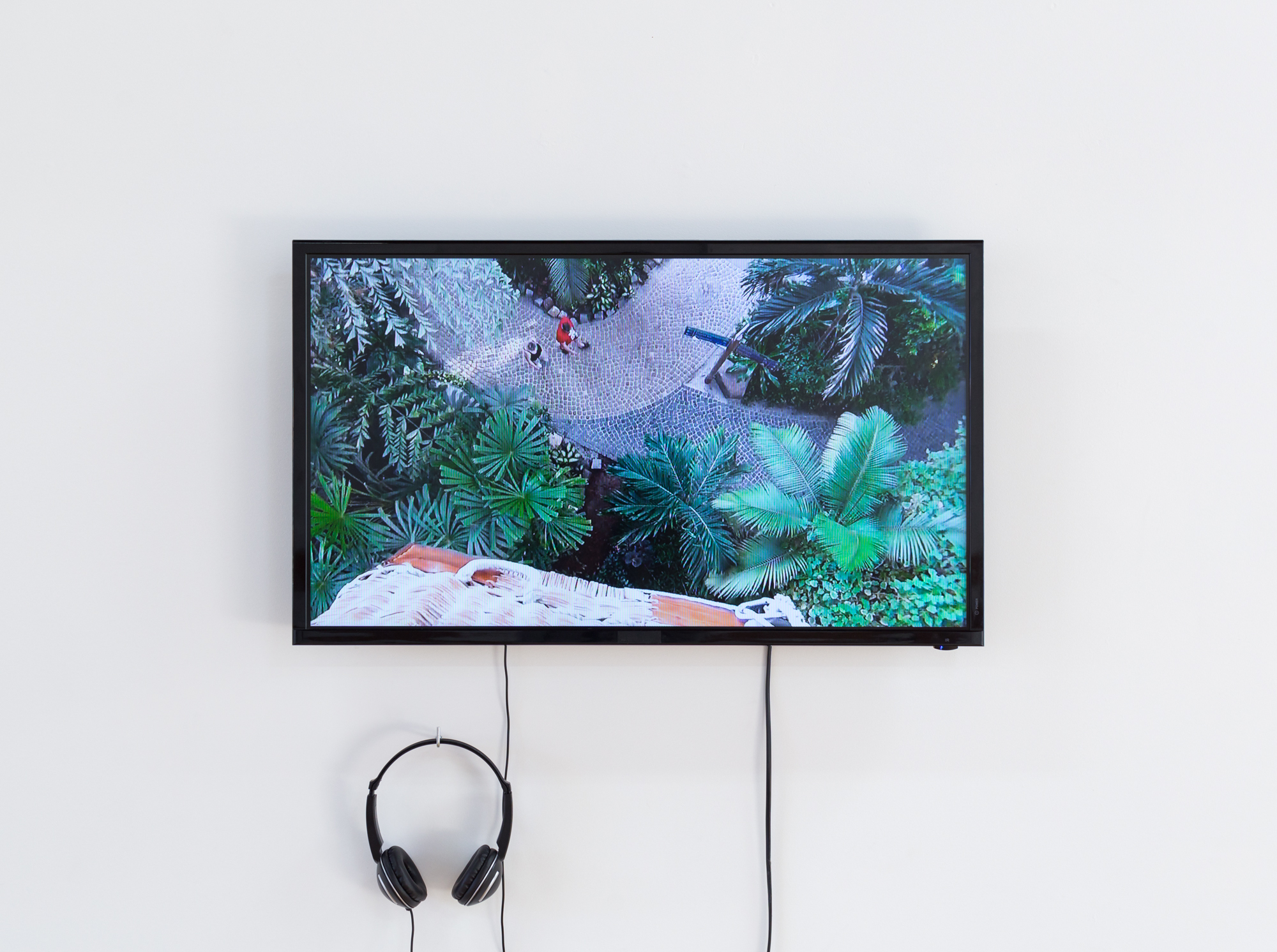 Ella Sowinska,  Tropical Islands , 2016 HD video, 16:44 photo by André Piguet