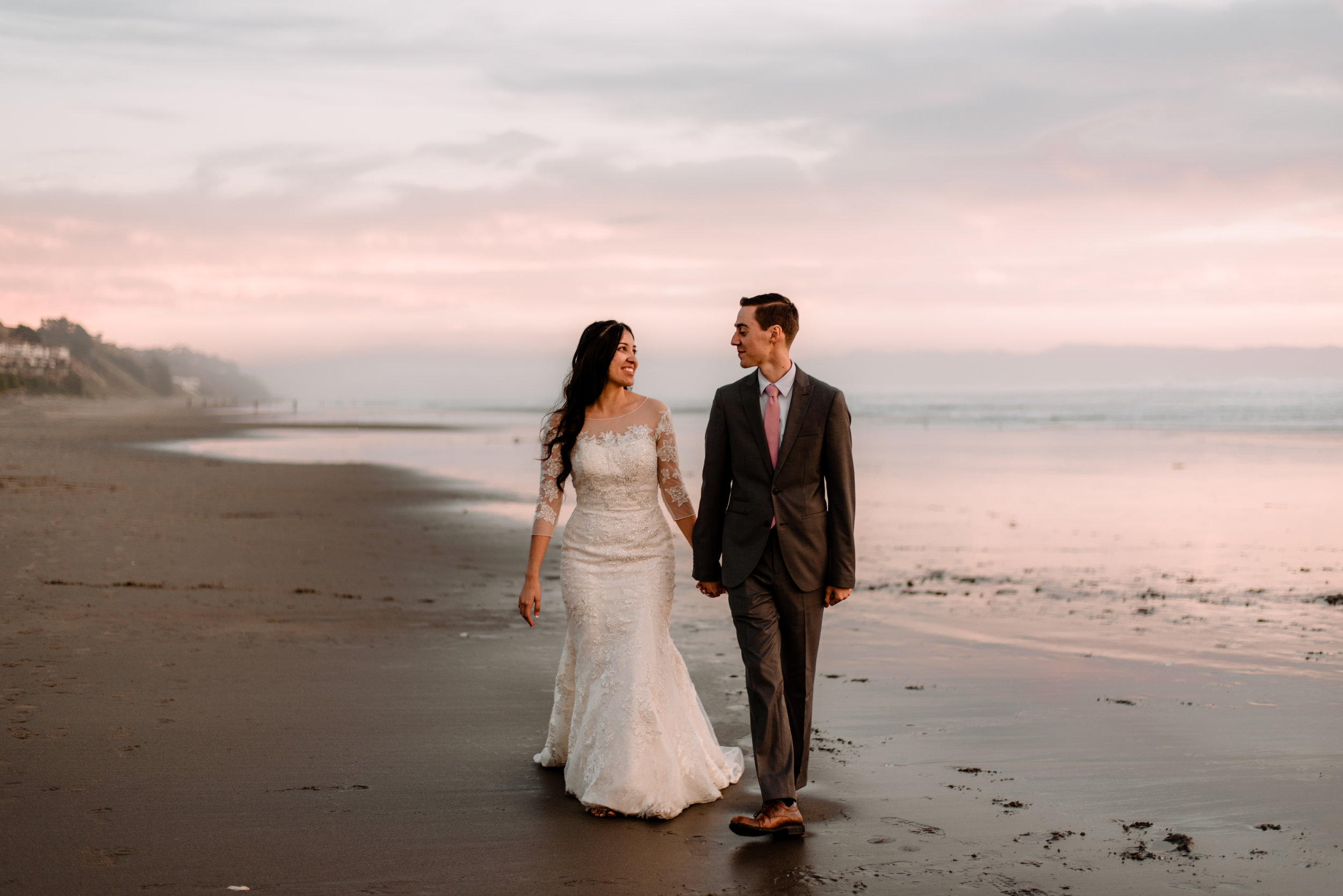 ELOPEMENTS & INTIMATE WEDDINGS - Prices start at 2,100 USDWe also offer full package deals with travel or prints included. Get in touch for a custom quote