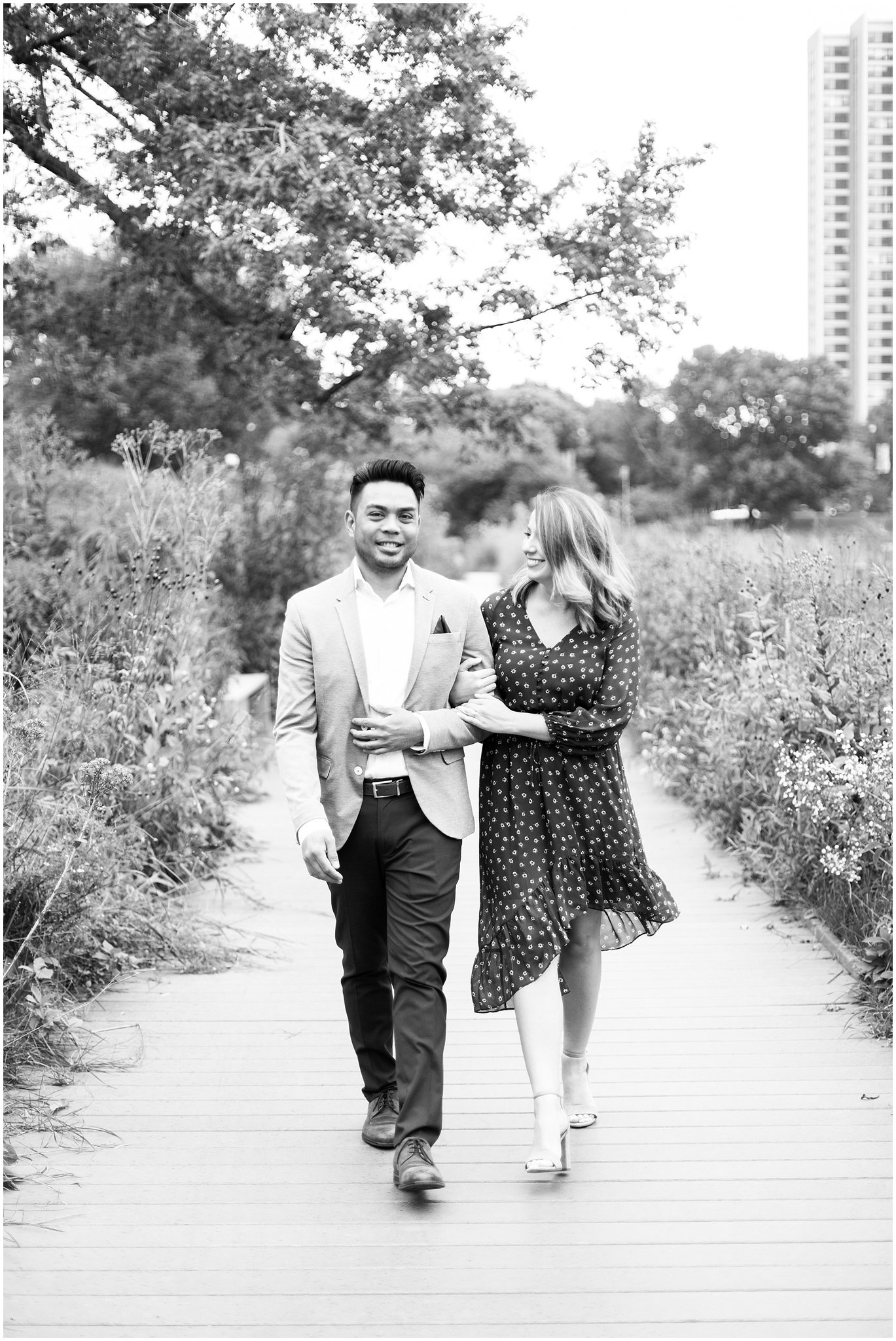 lincoln-park-zoo-engagement-session_0016.jpg