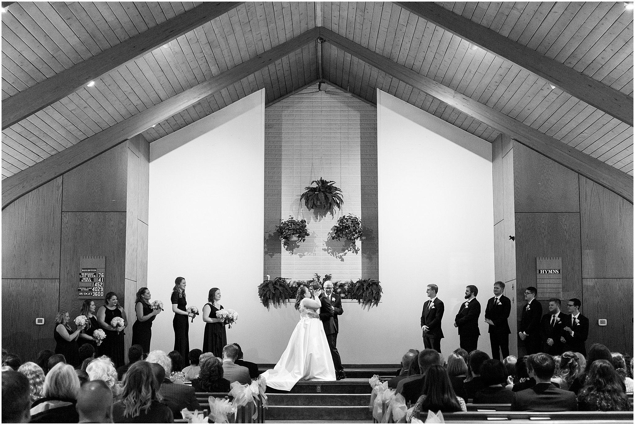 detroit-fairlane-club-fall-wedding_0010.jpg