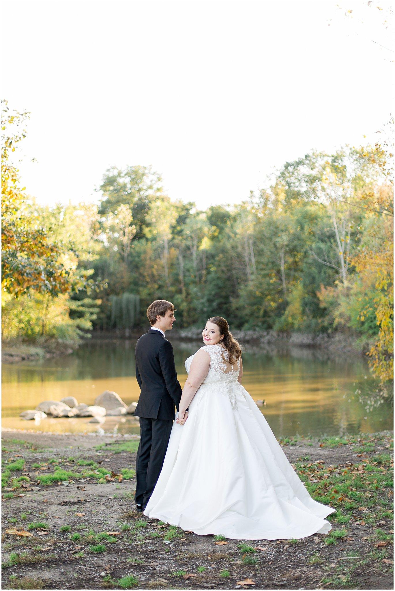 detroit-fairlane-club-fall-wedding_0035.jpg