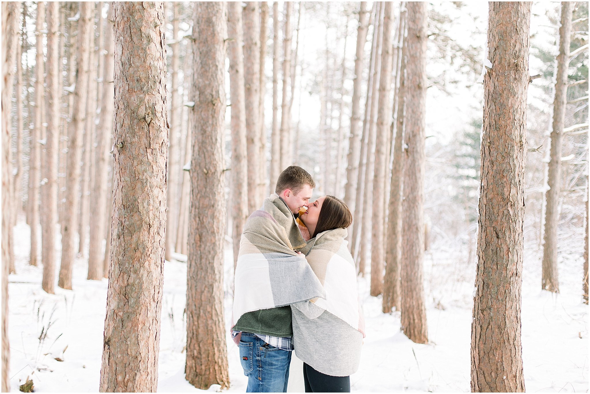 winter-downtown-engagement-session_0040.jpg
