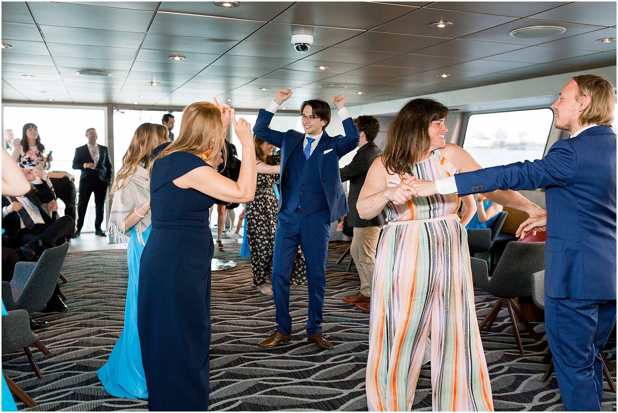 elite-chicago-yacht-wedding_0042.jpg