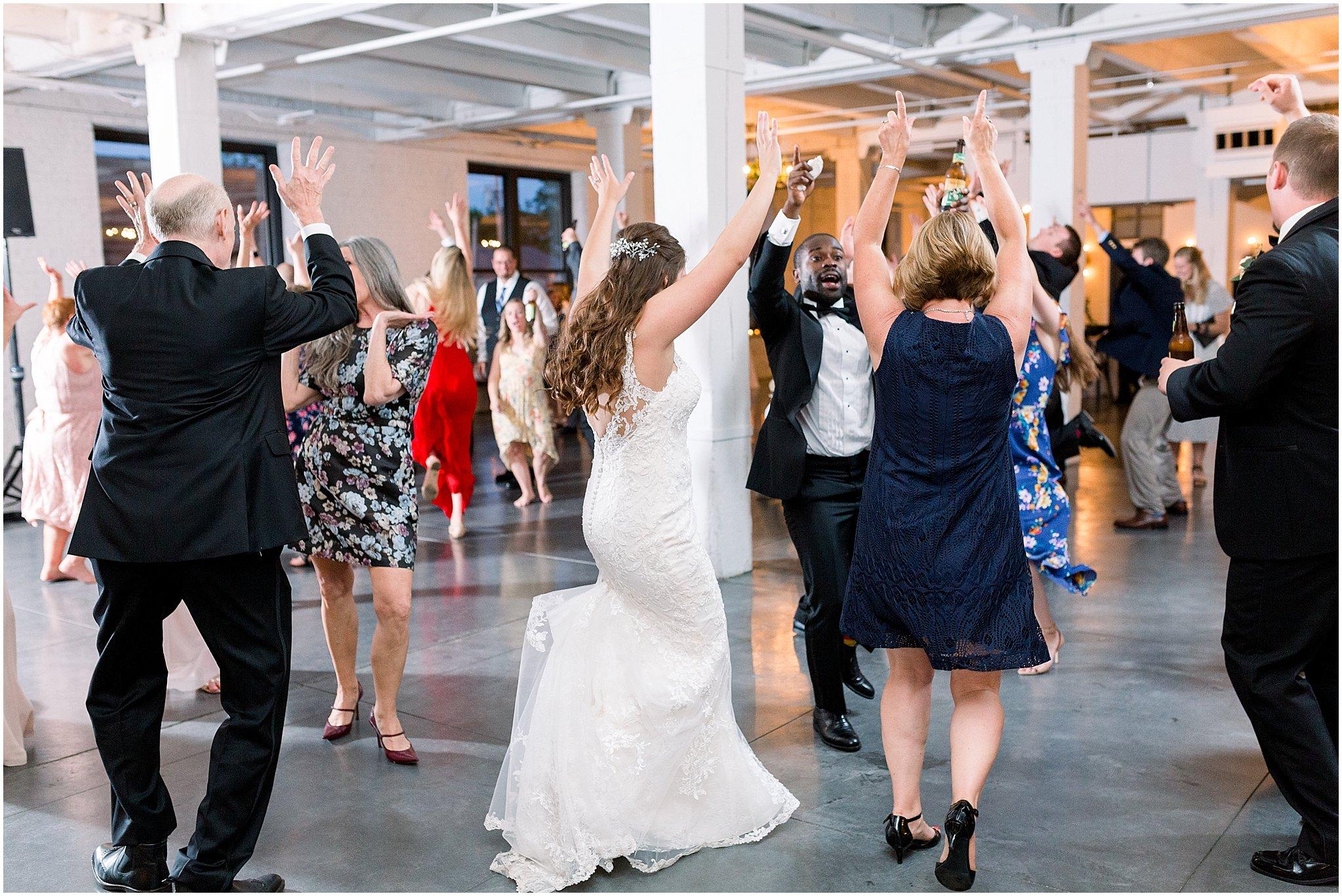 company-251-summer-chicago-wedding-photos_0081.jpg