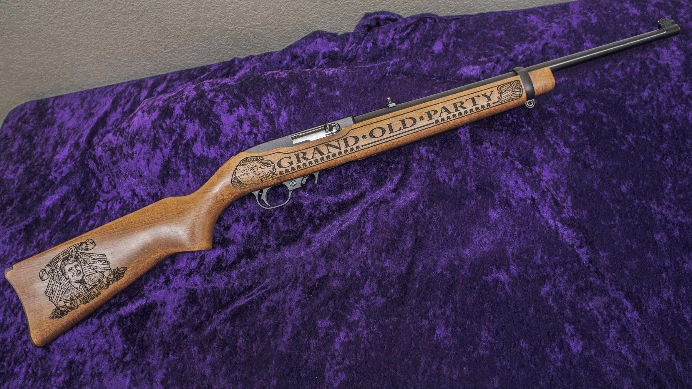 Right-side of rifle with Buttstock Medallion