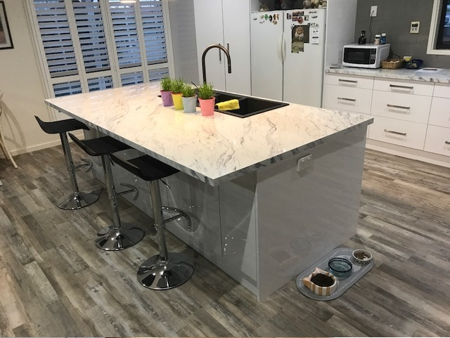 white kitchen1.jpg
