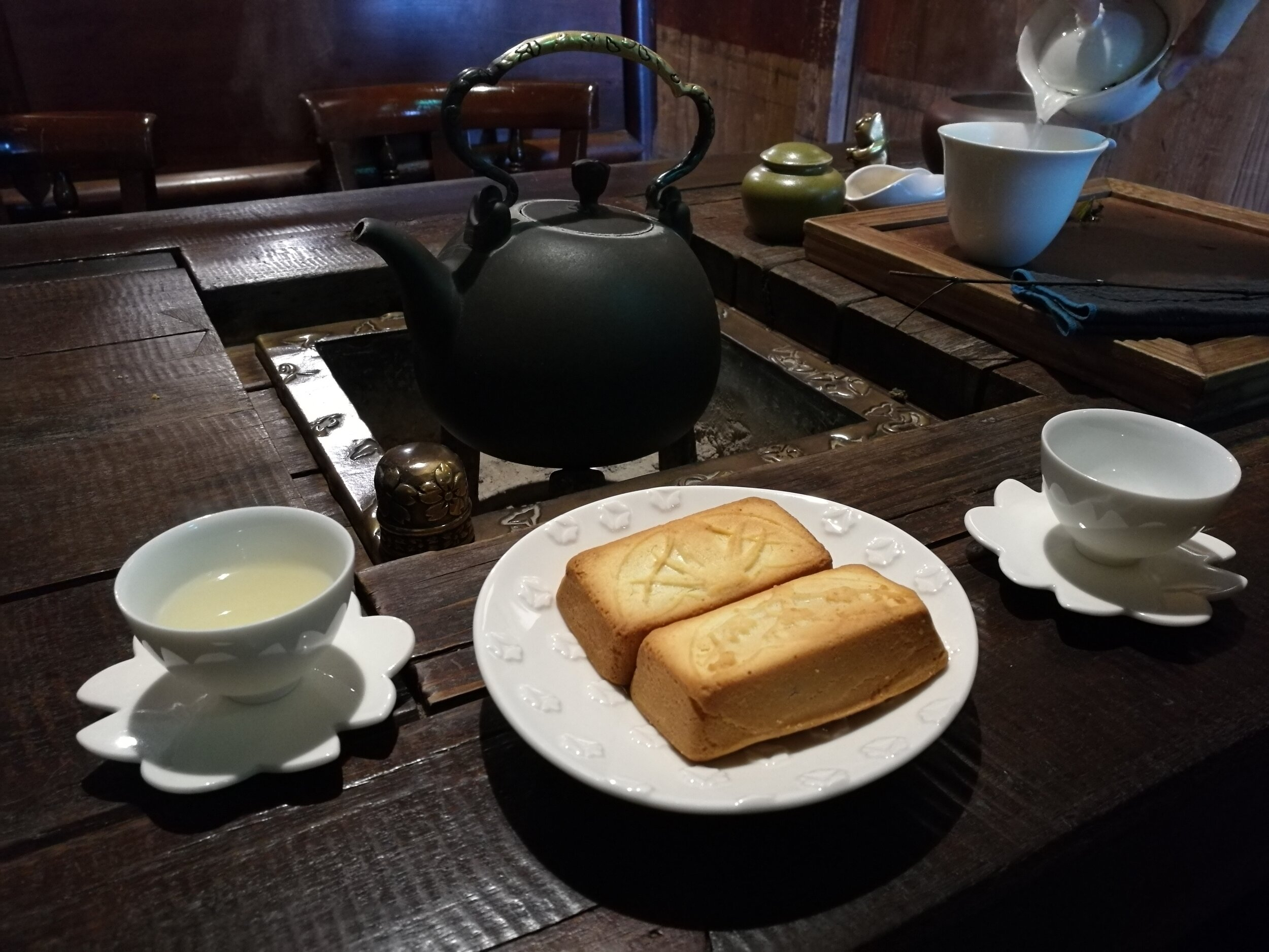 Tea and pineapple cake