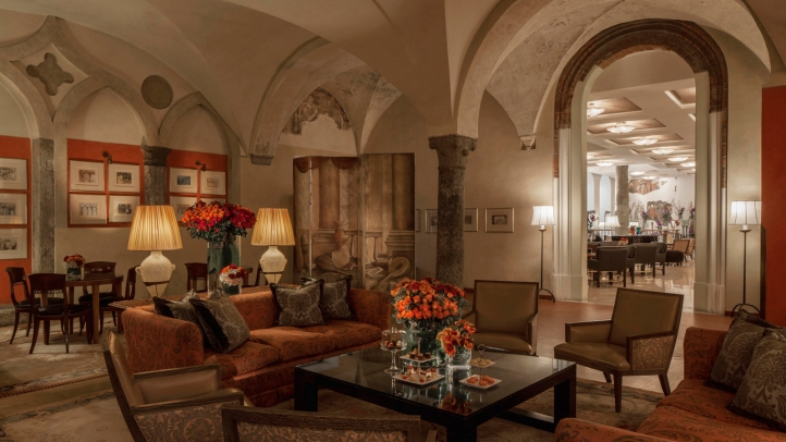 Il Foyer is a trendy lounge located in the Four Seasons Milano (credits: fourseason.com )