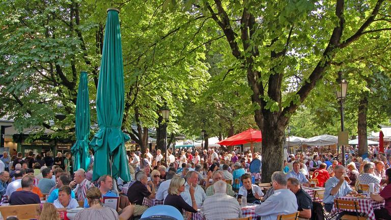 The lively beer garden at Viktualienmarkt | © Pixelteufel / Flickr