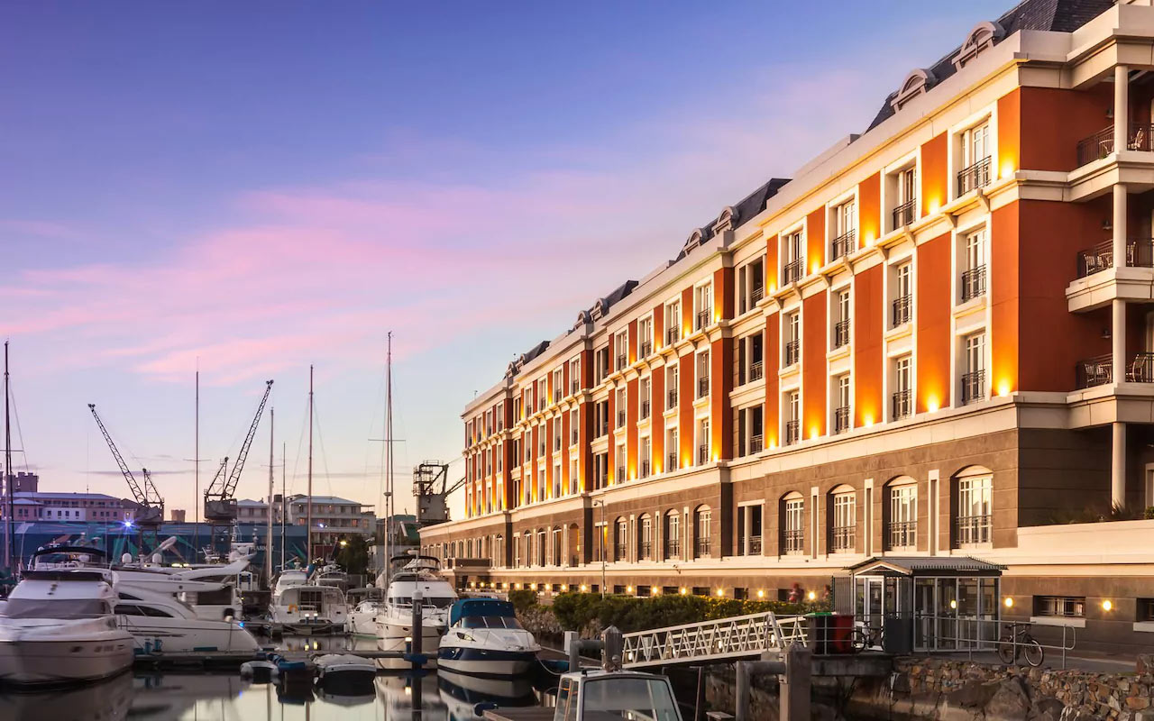 Bascule is the finest bar on the Waterfront, with yachts parked right outside and the best selection of whiskeys in the city