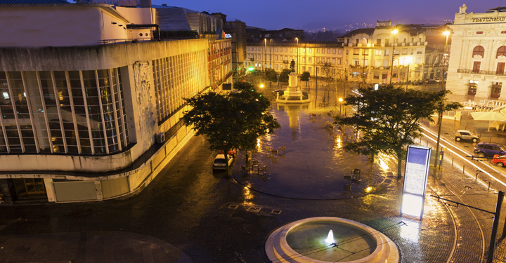 View of Sao Joao National Theatre, Porto shutterstock_382543354.jpg