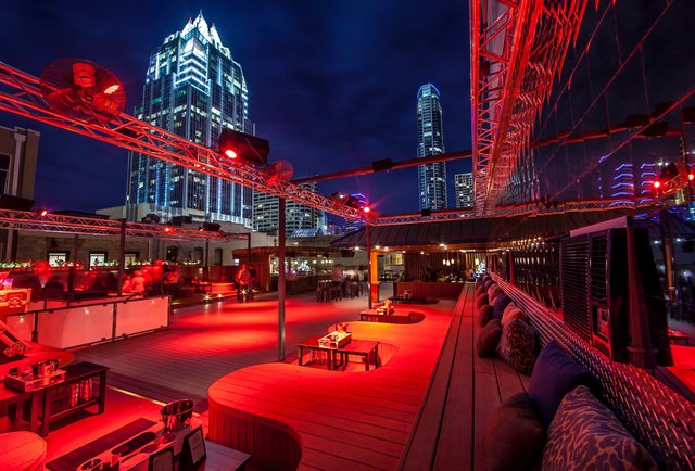 SUMMIT ROOFTOP LOUNGE