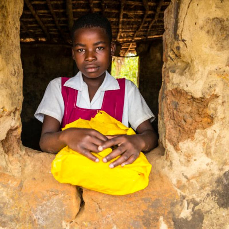 Kaphatika-Malawi-Maedchen-Schulfenster-Fotograf-Bert-Meyer.jpg
