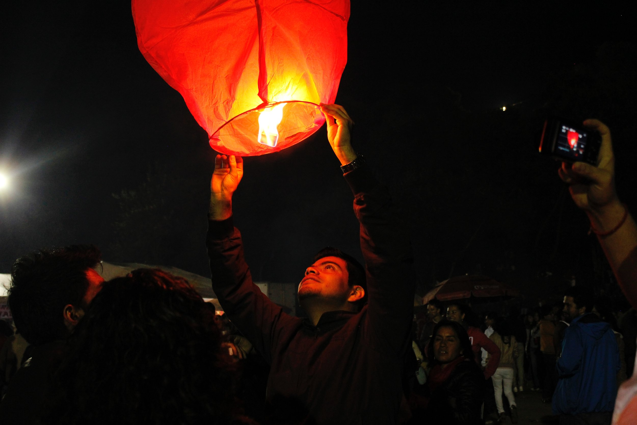 light balloon everardo-sanchez-946-unsplash.jpg
