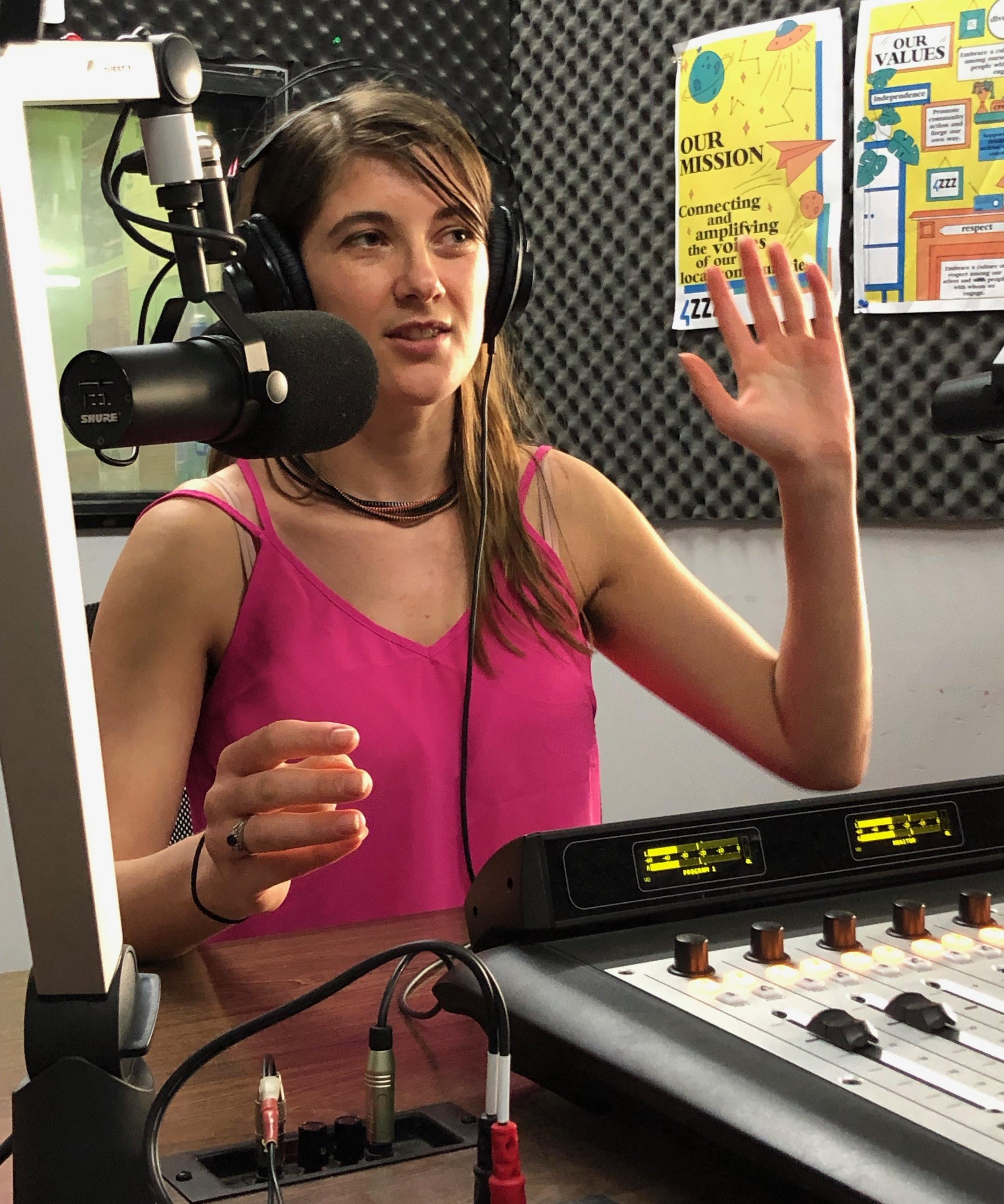 Jess Kelley on The Slubberdegullion Show on 4zzz radio.