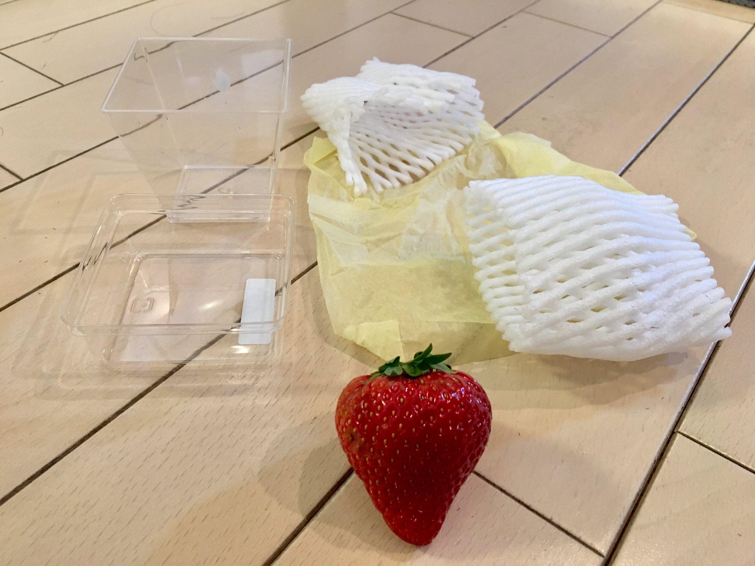 五つのプラスチックに包装されていた苺 - うーん…