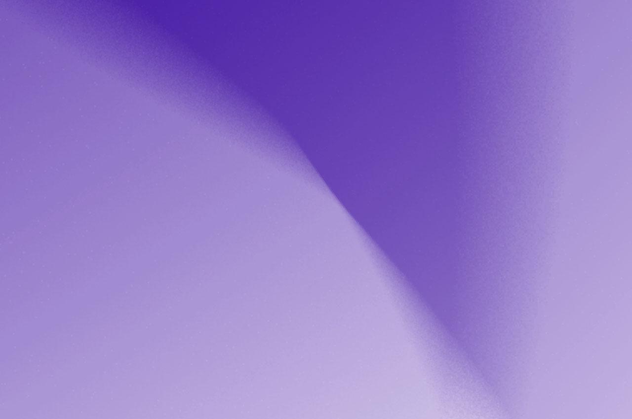 Alizarine est un rouge carmin, intense et charnel. Sa générosité rayonne et interpelle. Le dégradé translucide de haut en bas laisse percevoir le jus en fusion avec la couleur.