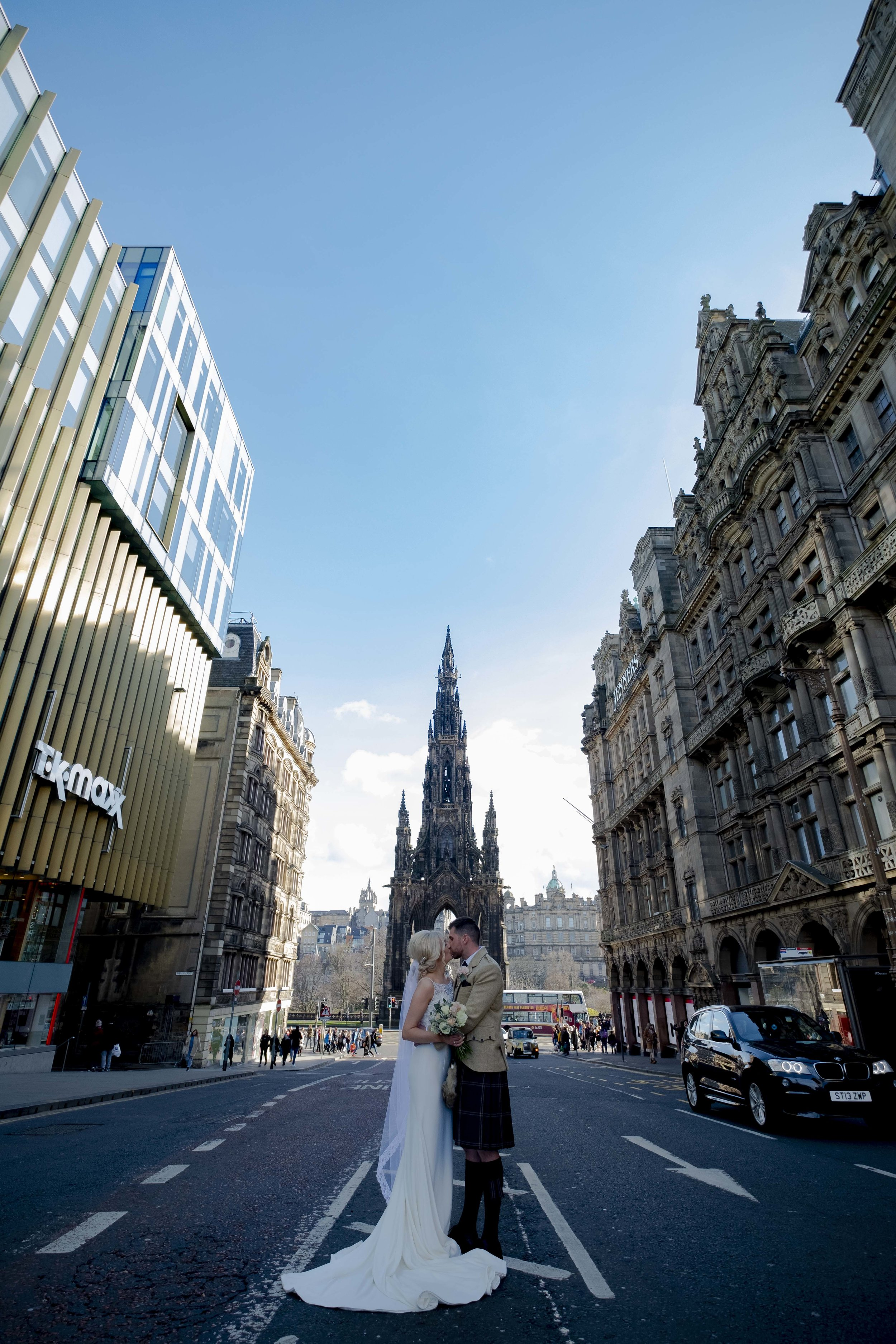 Scots monument Wedding bride and groom