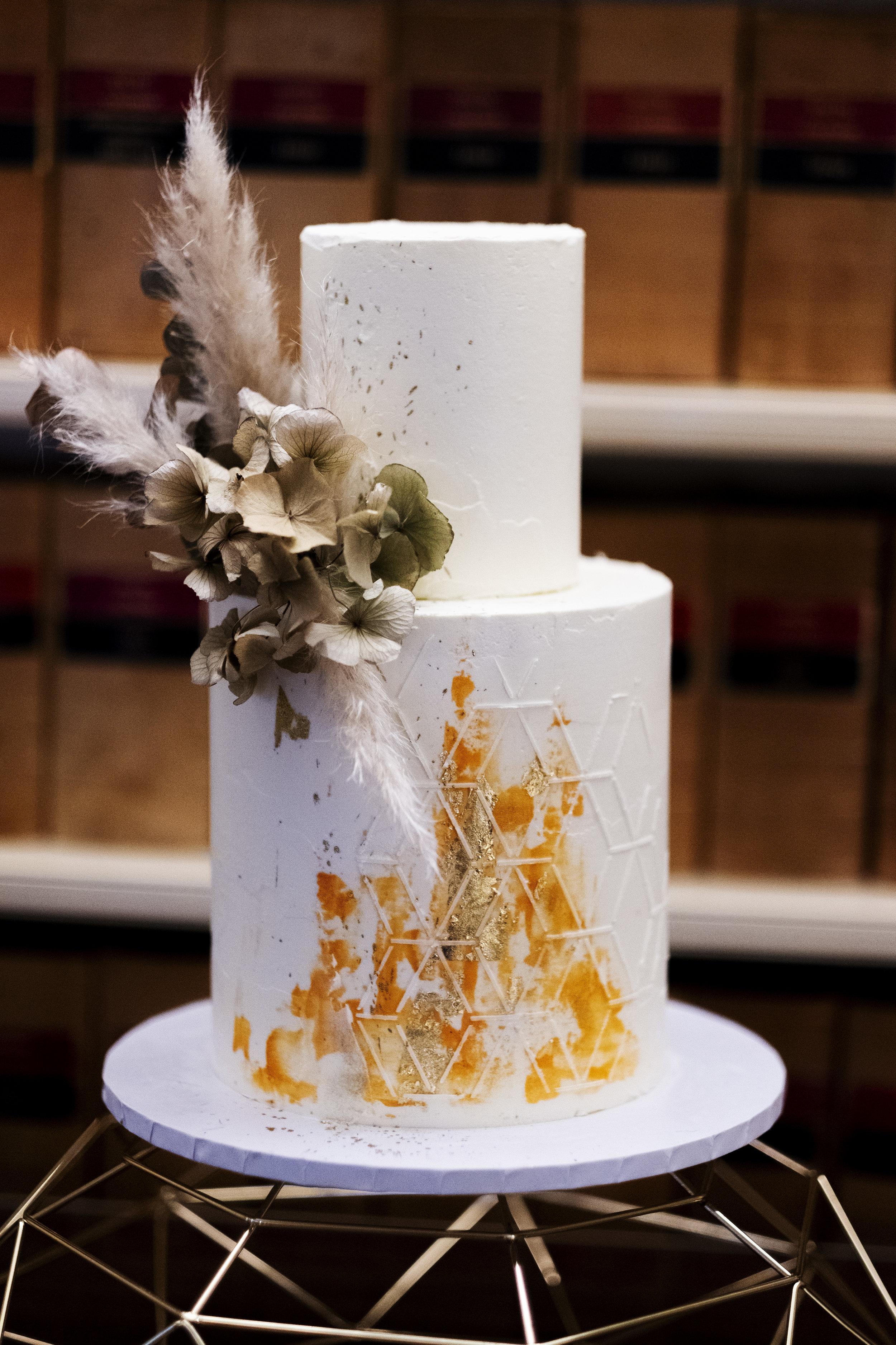 Wedding cake Ashley liv Photography