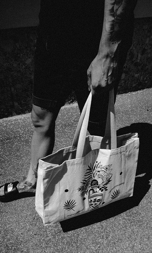 04-SS2018-Shopper-Bag-Model-2-webshop2.jpg