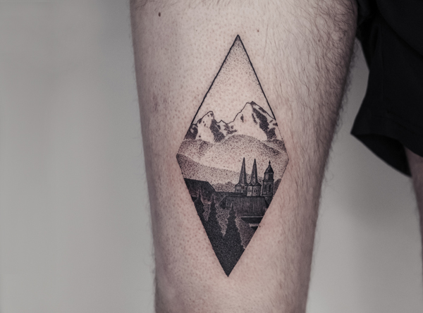 Dotwork Messer-Tattoo von Bob Fizz, MINT CLUB Tattoo Atelier, Salzburg.