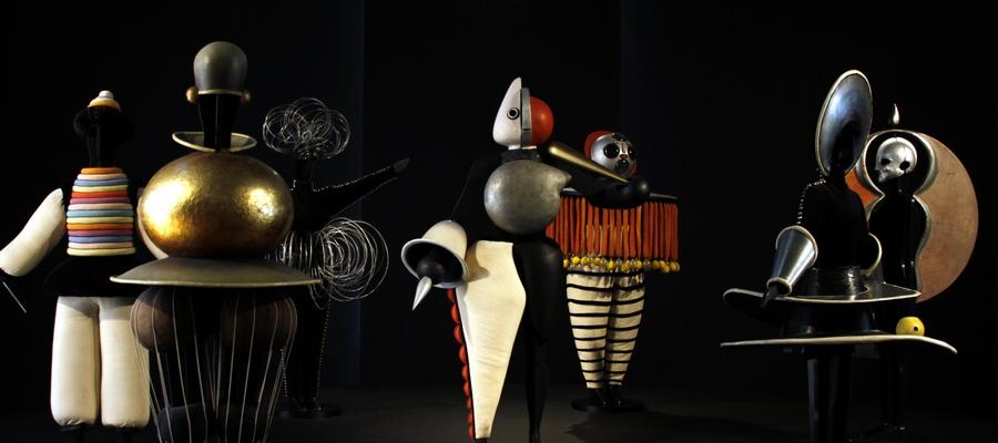 Image: Bauhaus costumes, Triadisches Ballett by Oskar Schlemmer. Staatsgalerie, Germany