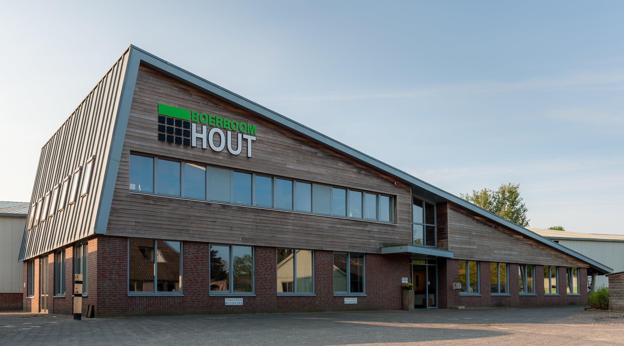 Geschiedenis - Frans Boerboom is in 1973 begonnen als ambachtelijk houtbewerker. Al snel ontwikkelde Boerboom Hout zich als timmerbedrijf voor de bouw. Media jaren 80 is de focus verlegd op de toelevering aan de industrie.Boerboom Hout ontwikkelde zich tot een industrieel toeleverancier die haar mannetje staat: een volwaardig toeleverancier van grote en middelgrote series in massief hout en plaatmateriaal, halffabricaten en eindproducten.