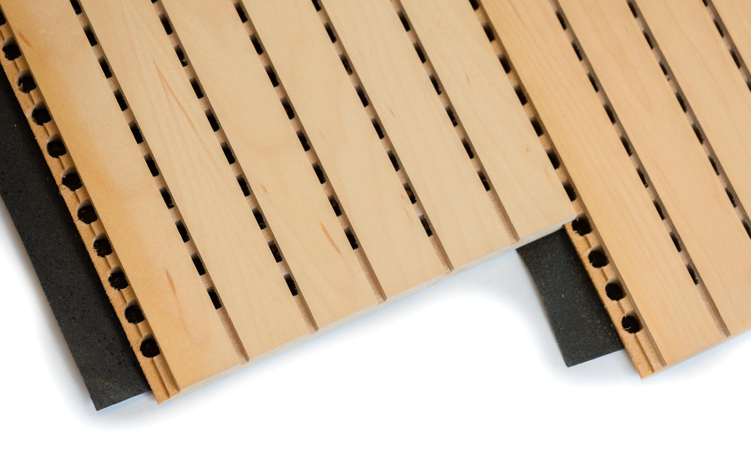 Gesleufd MDF - De variant van gesleufde panelen met daar achter het gaatjespatroon maken wij op klantspecificatie. De stroken hebben een werkende breedte van 192 mm.