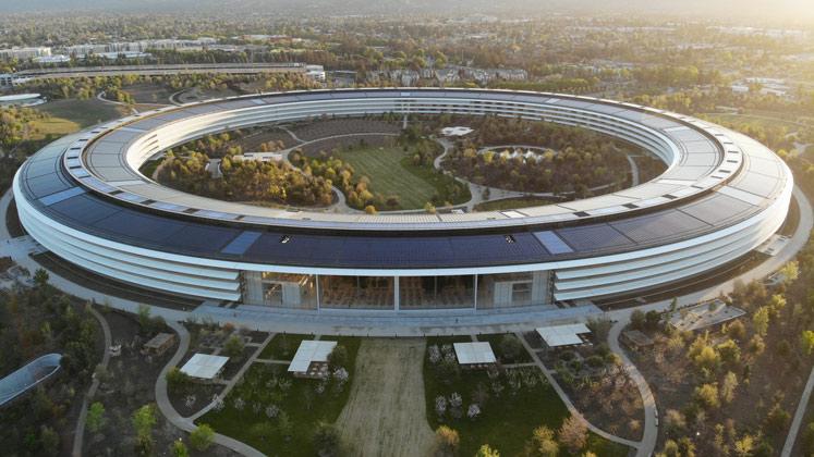 Apples dreistöckiger Katinenbereich beeindruckt mit einer durchgehenden Glasfront