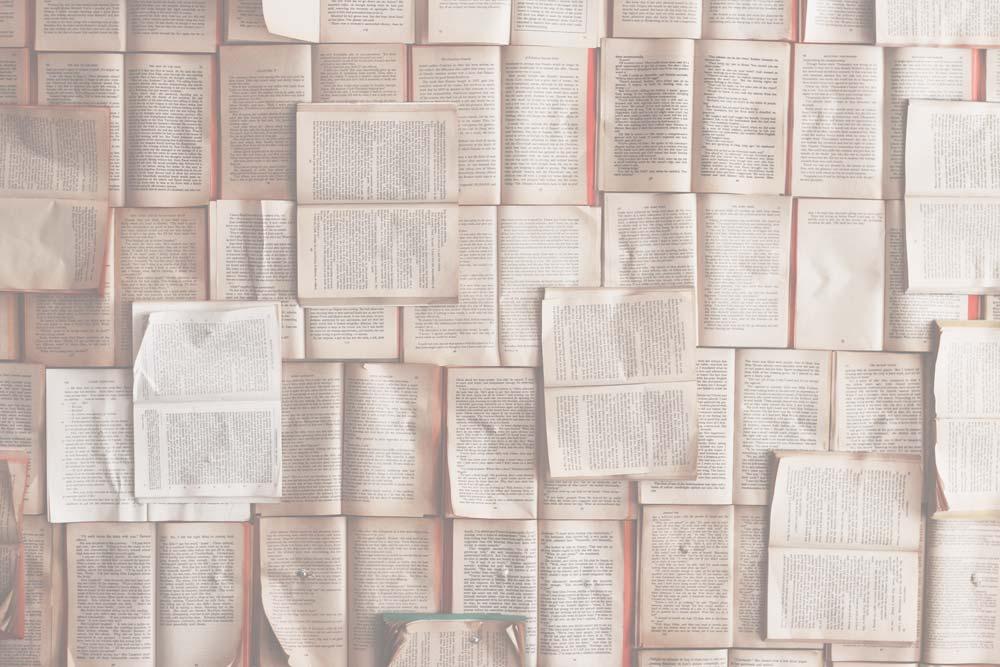 Nehmen Sie sich Zeit, - einen guten Roman zu lesen. Psychologische Studien belegen, dass Menschen, die häufig Romane lesen, überdurchschnittlich empathisch sind. Wenn das mal keine Win-win-Situation ist …