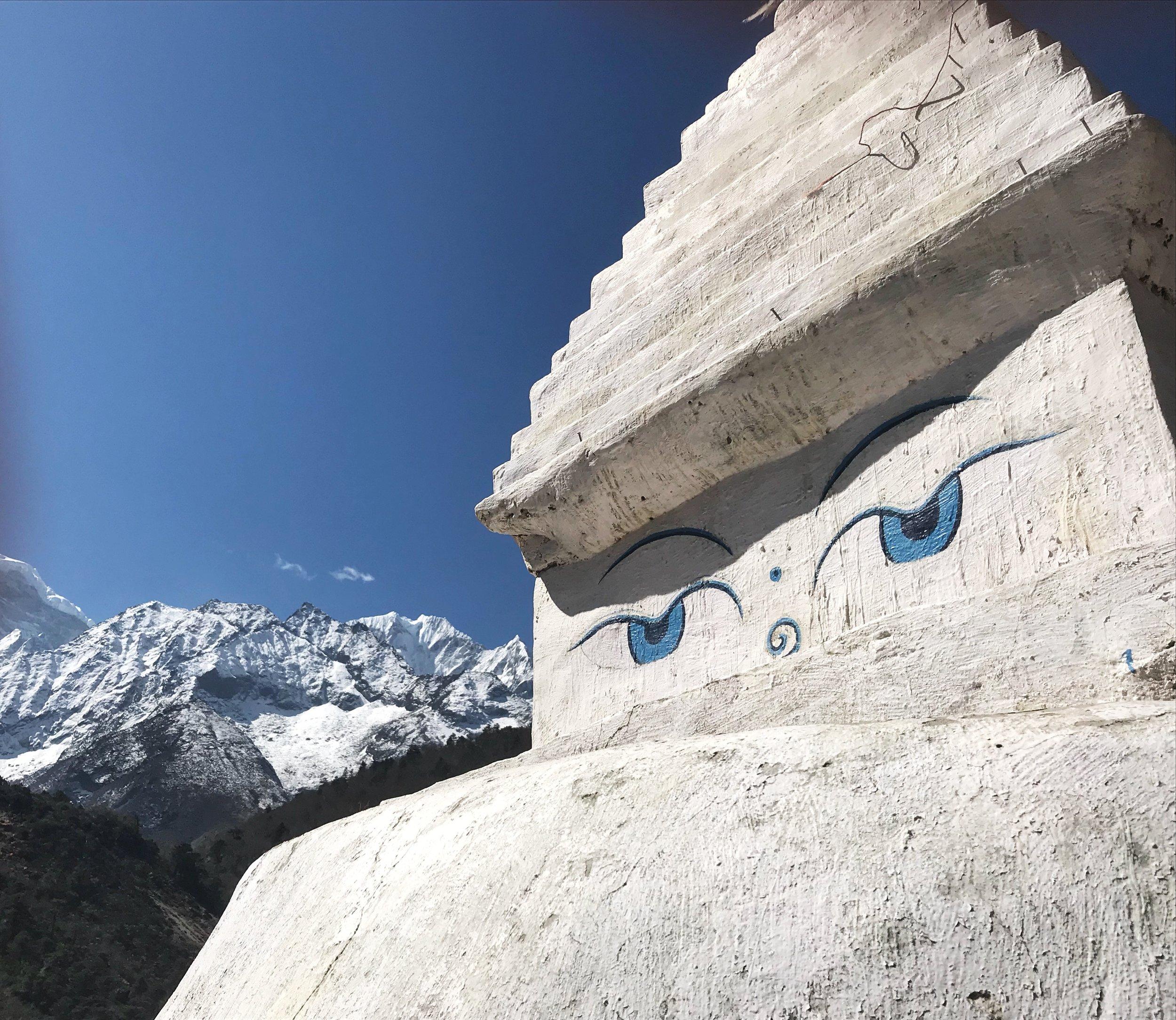 Stupa hiking to everest base camp