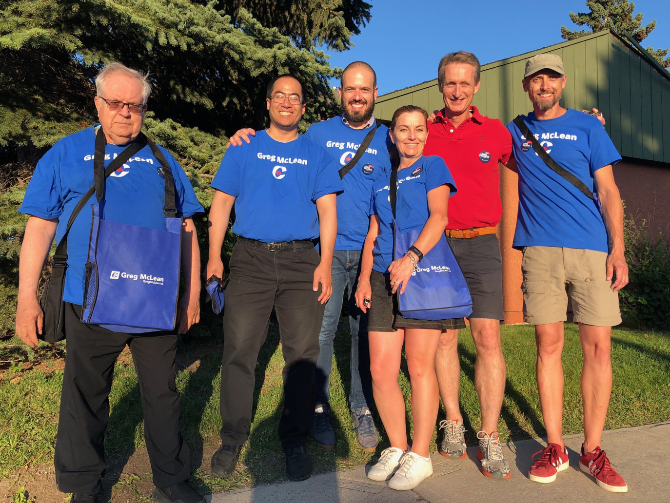 Here's July 25's doorknocking crew, ready to talk to folks in South Calgary. They are sporting our new branded tote bags, perfect for water bottles and other essential gear.