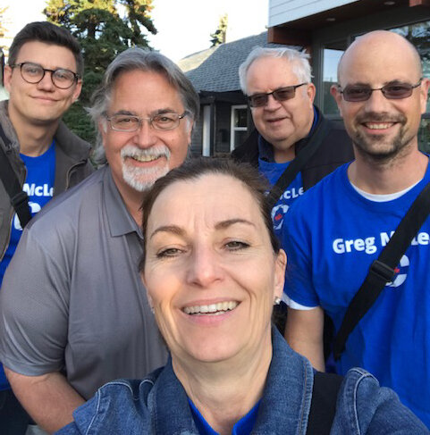 A big shout-out of appreciation to Calgary Heritage MP BobBenzen who joined my team for some doorknocking on Thursday. I really appreciate the support I'm getting from Calgary's Conservative MPs.